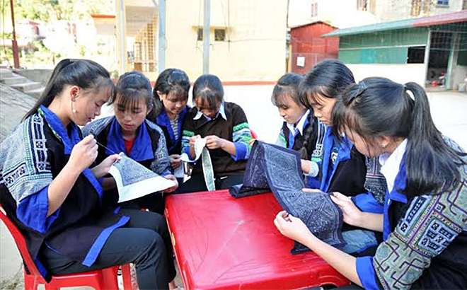 Children participate in support and intervention model to reduce child labour in Mu Cang Chai district.