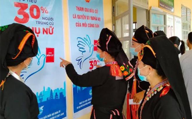 Nữ cử tri trên địa bàn tỉnh nêu cao tinh thần trách nhiệm thực hiện quyền và nghĩa vụ bầu cử trong cuộc bầu cử đại biểu Quốc hội khóa XV và đại biểu HĐND các cấp nhiệm kỳ 2021-2026.