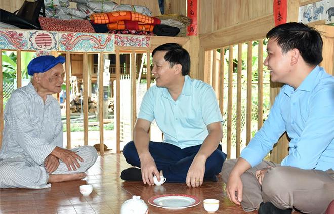Lãnh đạo huyện Lục Yên thường xuyên đi cơ sở, nắm bắt tâm tư, nguyện vọng của nhân dân.