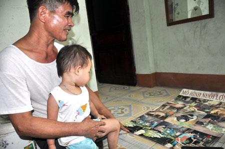 Những tấm ảnh ông Hùng ghi lại thành công của buổi đầu khởi nghiệp.