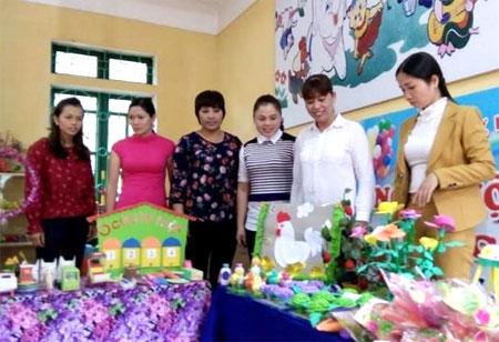 Ngành giáo dục huyện Lục Yên thường xuyên tổ chức các cuộc thi cho giáo viên làm mô hình, dụng cụ giảng dạy để nâng cao chất lượng giáo dục.