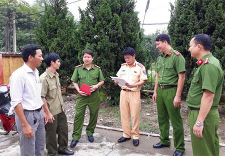 Cán bộ, chiến sỹ trong Tổ tăng cường cơ sở triển khai nhiệm vụ.