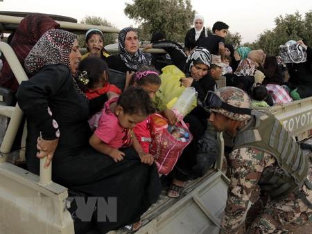 Người tị nạn Syria tới khu vực Ramtha sau khi qua biên giới Syria - Jordan ngày 5/9/2012.