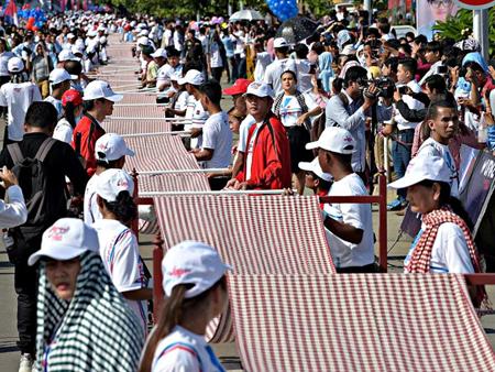 Chiếc khăn rằn của Campuchia xác lập kỷ lục thế giới.