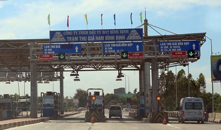 Trạm thu giá Nam Bình Định (do công ty TNHH Đầu tư BOT Bình Định làm chủ đầu tư) đặt trên quốc lộ 1A tại địa phận thị xã An Nhơn, tỉnh Bình Định.