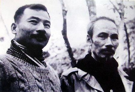 Chủ tịch Hồ Chí Minh và Hoàng thân Suphanuvong tại chiến khu Việt Bắc năm 1951. Ảnh tư liệu