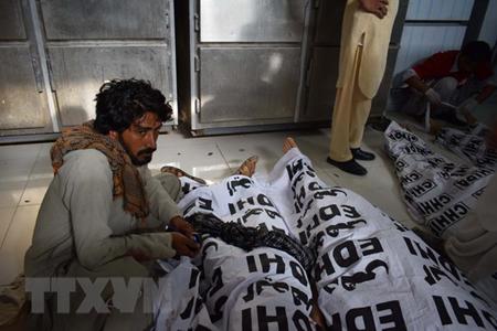 Thi thể các nạn nhân vụ tấn công tại bệnh viện ở Quetta, Tây Nam Pakistan ngày 13/7.