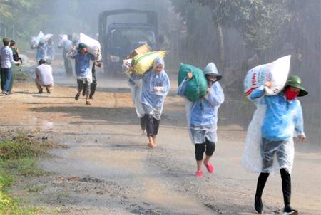 Diễn tập sơ tán, di dời tài sản, người dân ra khỏi vùng nguy hiểm khi thiên tai xảy ra tại xã Giới Phiên.