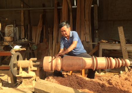Thương binh Hoàng Văn Hoàn say mê lao động và nhiệt tình hoạt động phong trào nên được mọi người quý mến.