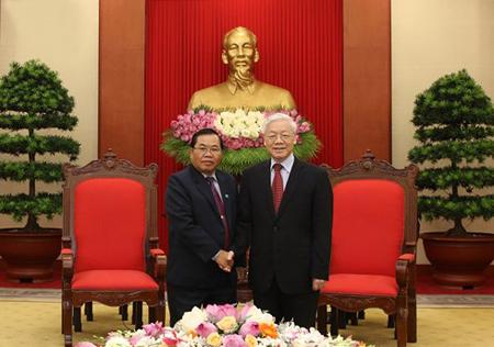 Tổng Bí thư Nguyễn Phú Trọng và Phó Chủ tịch Quốc hội Lào Sengnouane Xayalat.