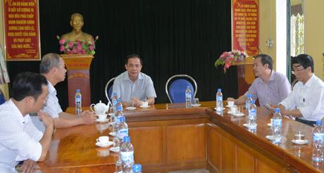 Đồng chí Tạ Văn Long – Phó Chủ tịch Thường trực UBND tỉnh chỉ đạo công tác phòng tránh thiên tai tại xã Trung Tâm, huyện Lục Yên.