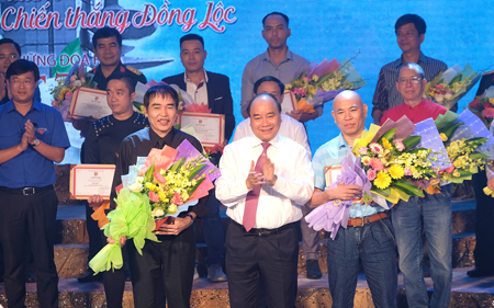 Thủ tướng trao giải cho các tác giả đạt giải A.