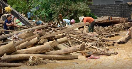 Cảnh hoang tàn do mưa lũ gây ra cho nhân dân tỉnh Yên Bái.