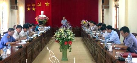 Đồng chí Nguyễn Văn Lịch - Ủy viên Ban Thường vụ, Trưởng ban Nội chính Tỉnh ủy phát biểu tại buổi làm việc với huyện Văn Yên về công tác nội chính và PCTN.