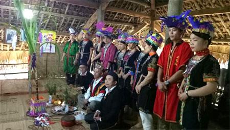 Thầy cúng và 12 con giáp trong lễ cúng.