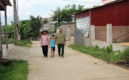 Con đường bê tông sạch đẹp có phần đất hơn 100 m2 ông Kim đã hiến tặng.