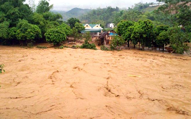 Trận mưa lũ lịch sử hồi tháng 7 năm 2018 khiến nhiều địa bàn trong tỉnh bị cô lập.
