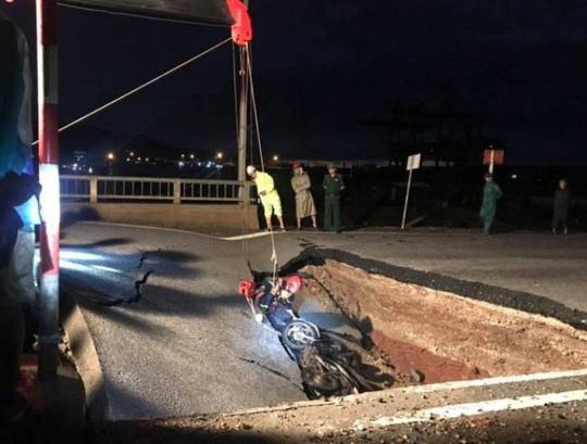 Hiện trường vụ sụt lún đường xảy ra vào rạng sáng nay 4-7 tại Thanh Hóa