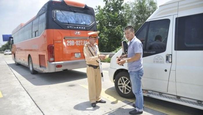 CSGT kiểm tra các lái xe container, xe khách... trên toàn quốc để kéo giảm TNGT.