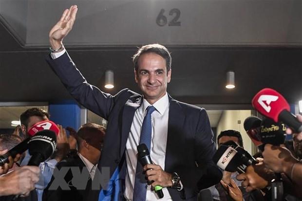 Lãnh đạo đảng Dân Chủ mới của Hy Lạp Kyriakos Mitsotakis bên những người ủng hộ tại Athens sau khi kết quả tổng tuyển cử được công bố ngày 7/7/2019.