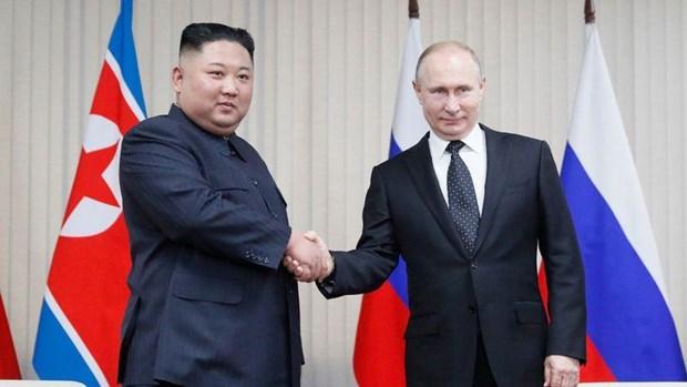 Tổng thống Nga Vladimir Putin và nhà lãnh đạo Triều Tiên Kim Jong-un tại Vladivostok.