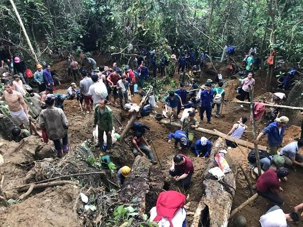 Hàng trăm người đổ xô đi tìm đá quý trước tin đồn không chính xác