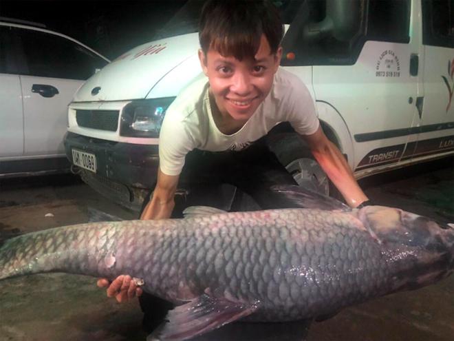 Con cá dài 1,5m