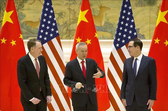 Đại diện Thương mại Mỹ Robert Lighthizer (từ trái sang), Phó Thủ tướng Trung Quốc Lưu Hạc và Bộ trưởng Tài chính Steven Mnuchin tại vòng đàm phán thương mại ở Bắc Kinh (Trung Quốc) ngày 14/2/2019.