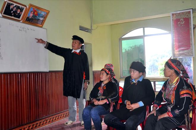 Ông Đặng Hồng Quân phát huy vai trò, uy tín, vận động người dân gìn giữ nét đẹp văn hóa dân tộc.