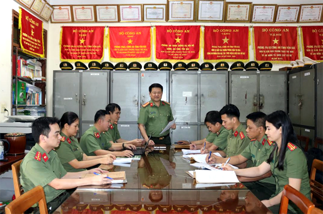 Cán bộ, chiến sỹ Phòng An ninh chính trị nội bộ, Công an tỉnh triển khai nhiệm vụ công tác.