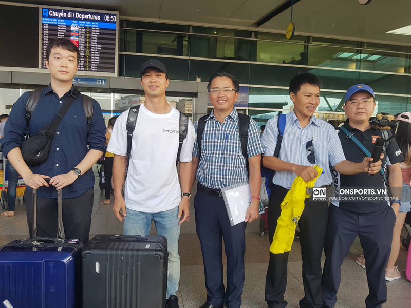 Sáng nay (12/7), Công Phượng có mặt tại sân bay Tân Sơn Nhất làm thủ tục bay sang Bỉ.