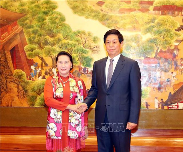 Chủ tịch Quốc hội Nguyễn Thị Kim Ngân hội đàm với Chủ tịch Nhân đại Trung Quốc.