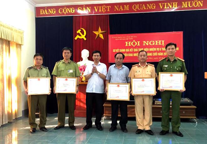 Các tập thể, cá nhân nhận bằng khen của Ban Chỉ đạo 389 Quốc gia.