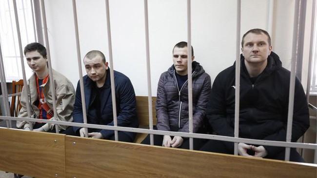 Các thủy thủ Ukraine bị Nga bắt giữ