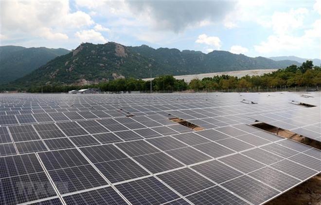 Nhà máy điện mặt trời Vĩnh Tân 2 có công suất lắp đặt 42,65 MWp với tổng mức đầu tư 986,2 tỷ đồng.