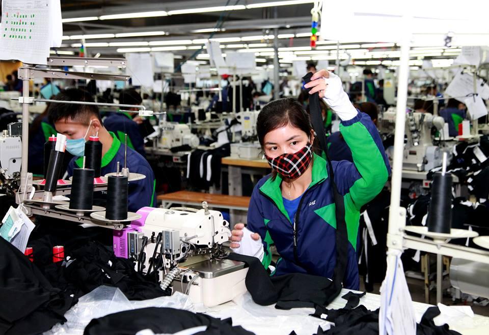 Lương tối thiểu vùng sẽ góp phần giảm khó khăn cho người lao động.