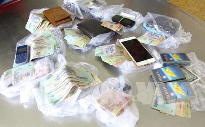 Tang vật thu giữ tại hiện trường một vụ đánh bạc.