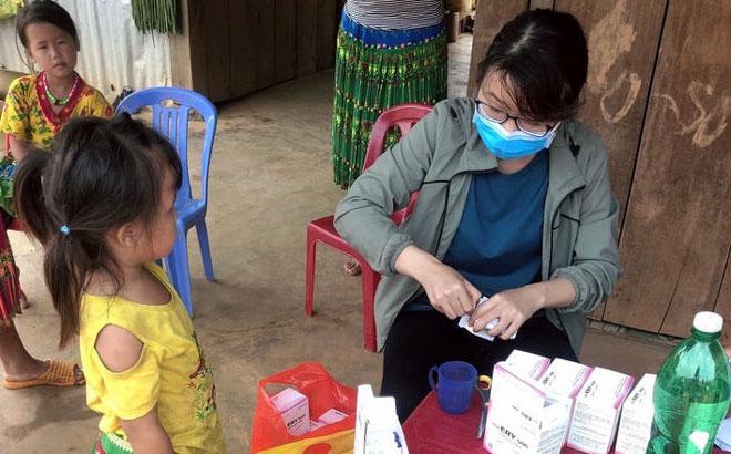 Ngành Y tế tỉnh Đắk Nông khoanh cấp phát thuốc dự phòng cho người dân ở vùng dịch
