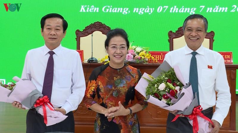 Ông Đỗ Thanh Bình (ngoài cùng bên trái) giữ chức Chủ tịch UBND tỉnh Kiên Giang nhiệm kỳ 2016 - 2021.