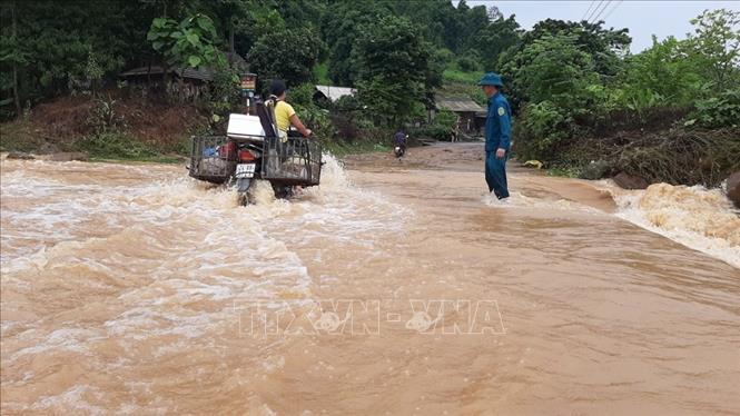 Ngày 4-7-2020, nhiều địa phương tại Lào Cai có mưa to gây ngập úng và lũ cục bộ.