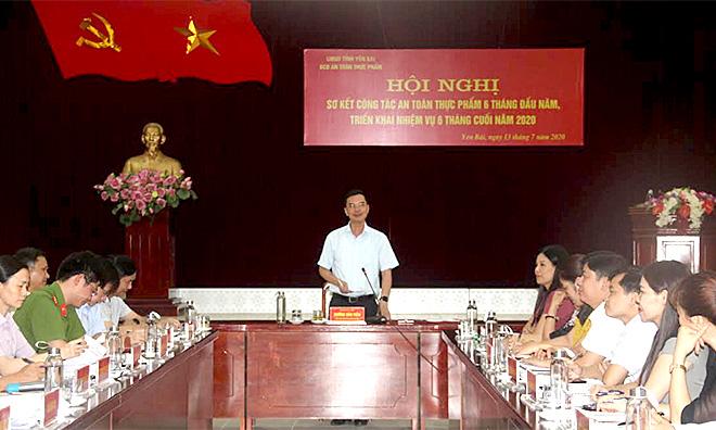 Đồng chí Dương Văn Tiến - Phó Chủ tịch UBND tỉnh phát biểu chỉ đạo Hội nghị.