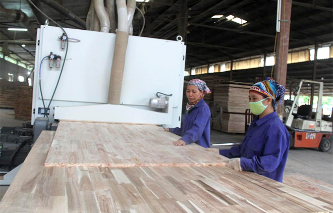 Chế biến gỗ rừng trồng là thế mạnh kinh tế của Yên Bái.