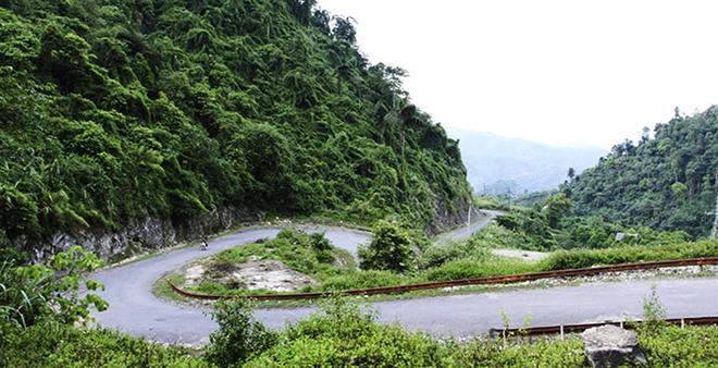 Và nay, đèo Lũng Lô đã trầm mặc với một quá khứ dữ dội, ít các phương tiện qua lại.