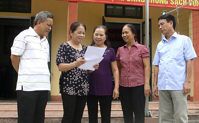 Cấp ủy Chi bộ 3 và 4, Đảng bộ phường Đồng Tâm thống nhất nội dung trước kỳ sinh hoạt Chi bộ.