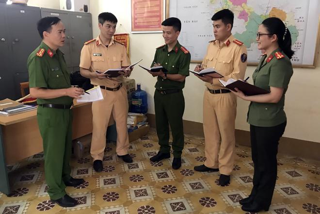 Lãnh đạo Công an huyện Văn Chấn triển khai kế hoạch đảm bảo an ninh trật tự cho Đại hội.