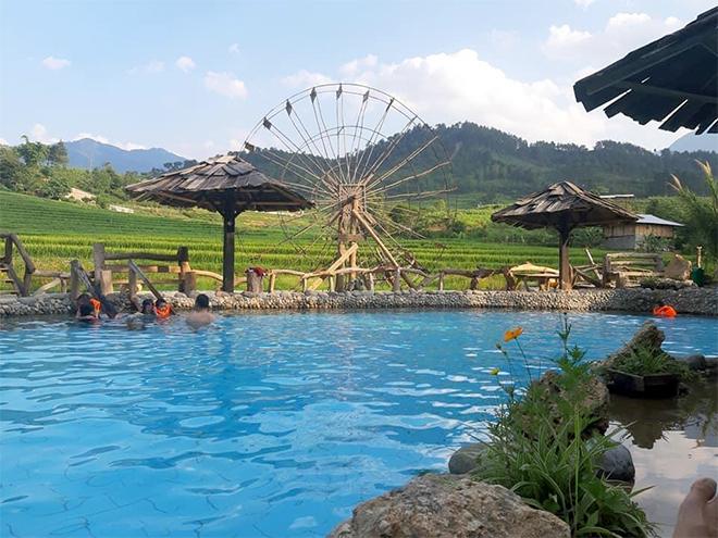 Khu du lịch khoáng nóng Trạm Tấu đang thu hút nhiều du khách.