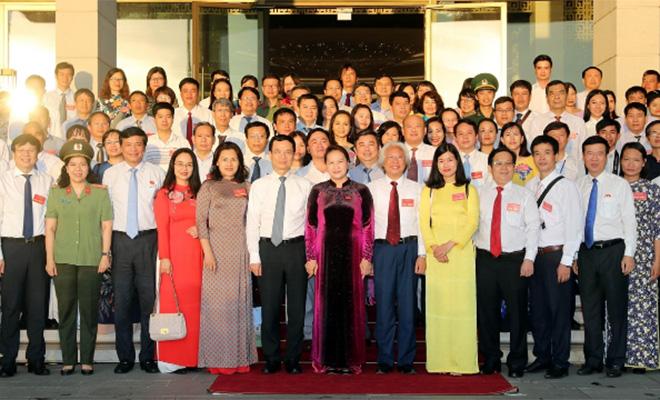 Chủ tịch Quốc hội Nguyễn Thị Kim Ngân với các đại biểu và người làm báo tiêu biểu được tôn vinh nhân kỷ niệm 95 năm Ngày báo chí cách mạng Việt Nam.