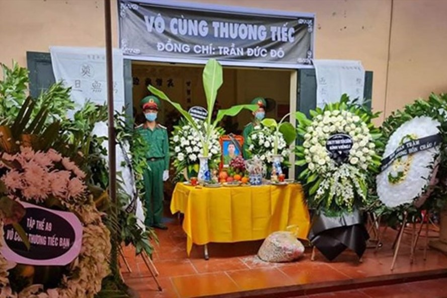 Quân khu 1 cử lực lượng tổ chức tang lễ cho quân nhân Trần Đức Đô theo nghi lễ quân đội. Ảnh: TTXVN