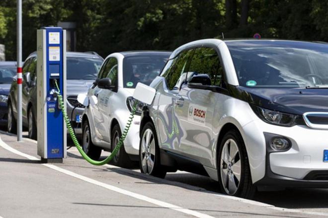 """Châu Âu sẽ là khu vực đầu tiên chứng kiến doanh thu các mẫu xe không phát thải """"đánh bại"""" các loại xe sử dụng xăng/dầu vào năm 2028."""