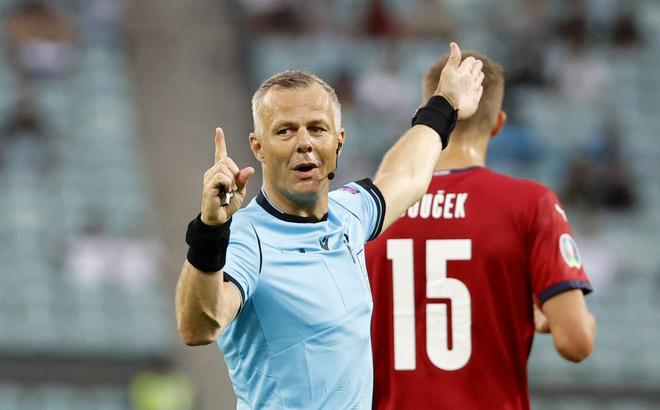 Trọng tài Kuipers từng có kinh nghiệm bắt chính ở chung kết Europa League và Champions League.